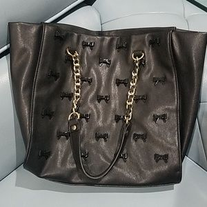 Cute and sassy, black bow studded tote bag.